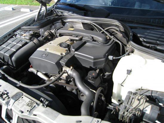 メルセデス・ベンツC230 CクラスW202 エンジンルーム