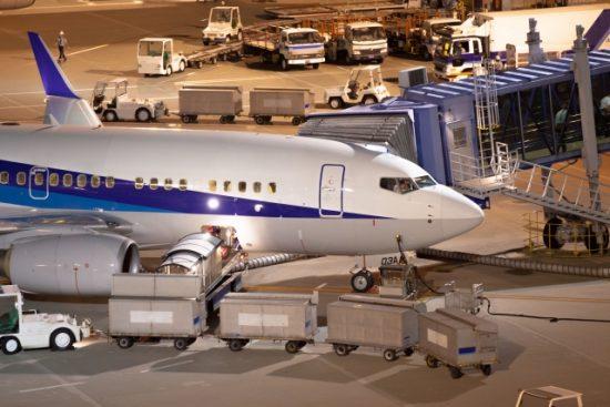 飛行機、空港