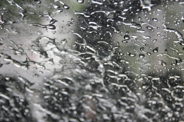 ガラスの雨滴、水滴