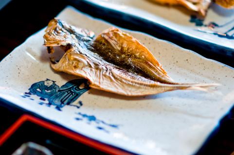 魚のひらき,旅館