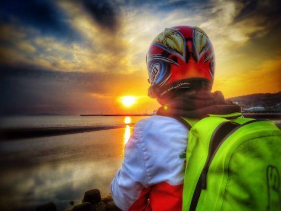 ライダーとヘルメット
