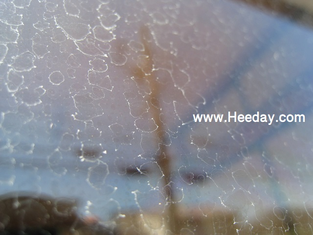 窓ガラスのウロコ、水垢